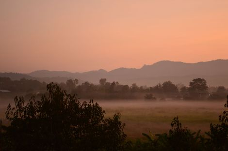 ミャンマー国境の町(メーソット)の朝焼け beautiful sunrise near Myanmar border called Mae Sot