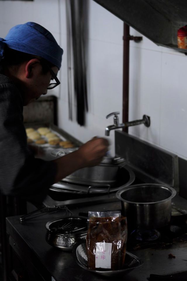 Chef Hiroshi cooking miso soup